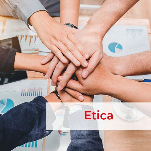 mani che si uniscono indicando la forza del gruppo