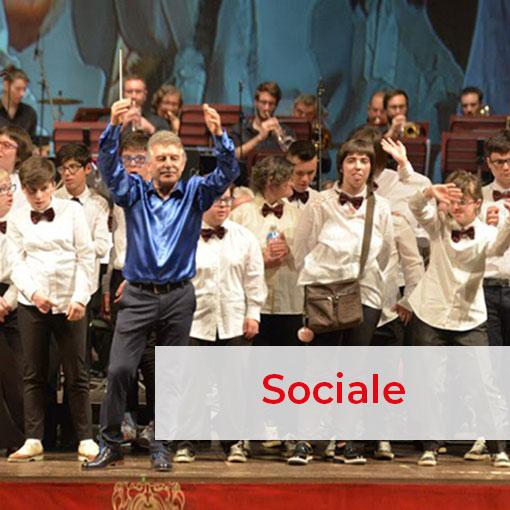 Orchestra Magicamusica sul palco con il direttore